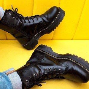 震撼7折起!£101入爆款1460 马丁靴£97延长一天:Dr. Martens 11.11闪促 经典1460、8孔马丁靴震撼力度
