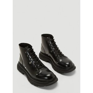 Alexander McQueenTread Lace-Up Boots in Black厚底靴
