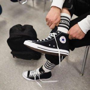 7折  黑色经典帆布鞋€40闪购:Converse 复活节闪促开启 经典热卖明星款全都在