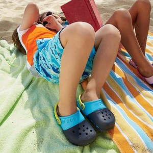 低至5折+额外7折Crocs 加拿大官网Victoria Day 全场鞋履特卖 新款也参加