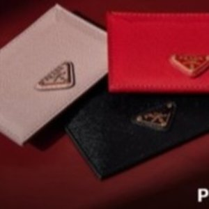 $149(原价$295)Prada 经典Logo卡包,多色可选