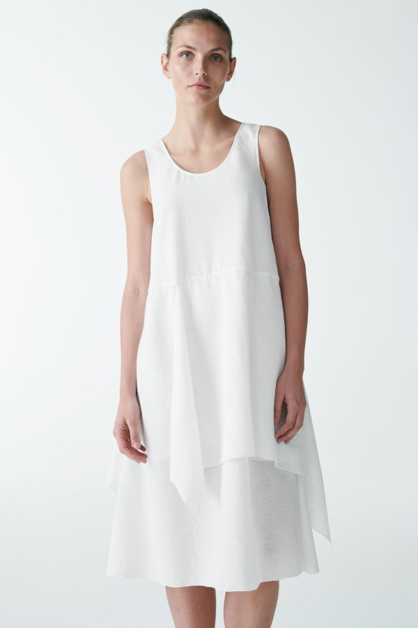 白色层叠连衣裙