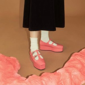 3折起+叠8.5折 Miu Miu平替仅£104折扣升级:W Concept SS20时装周鞋子指南 最佳设计让你Slay全场
