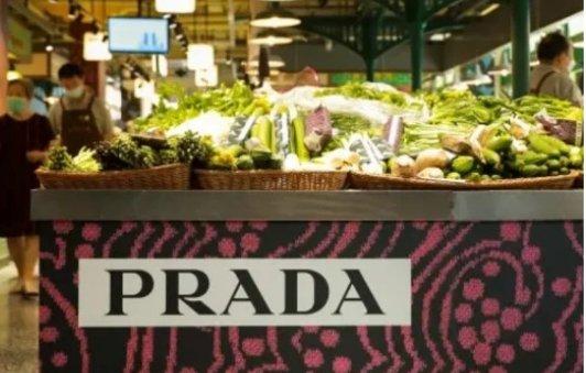 Prada在中国开了家菜市场!满20元就送Prada购物袋Prada在中国开了家菜市场!满20元就送Prada购物袋