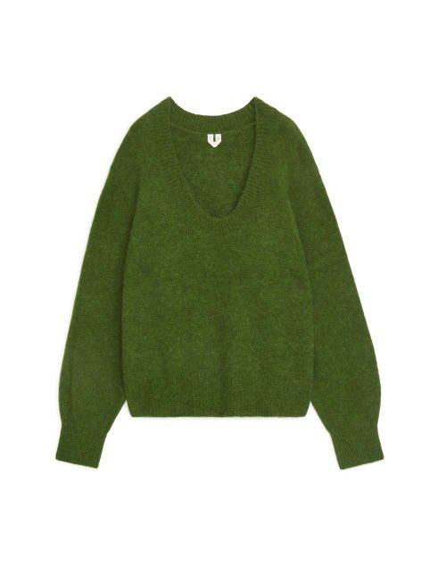绿色低领针织毛衣