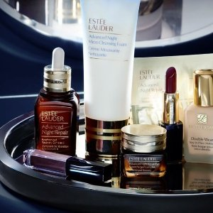 Free Giftwith ESTÉE LAUDER Beauty purchase @ Saks Fifth Avenue