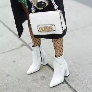 时髦精最爱$200+马丁靴 你不能没有2019 秋冬鞋靴流行趋势盘点,不知道穿什么?看这里就对了