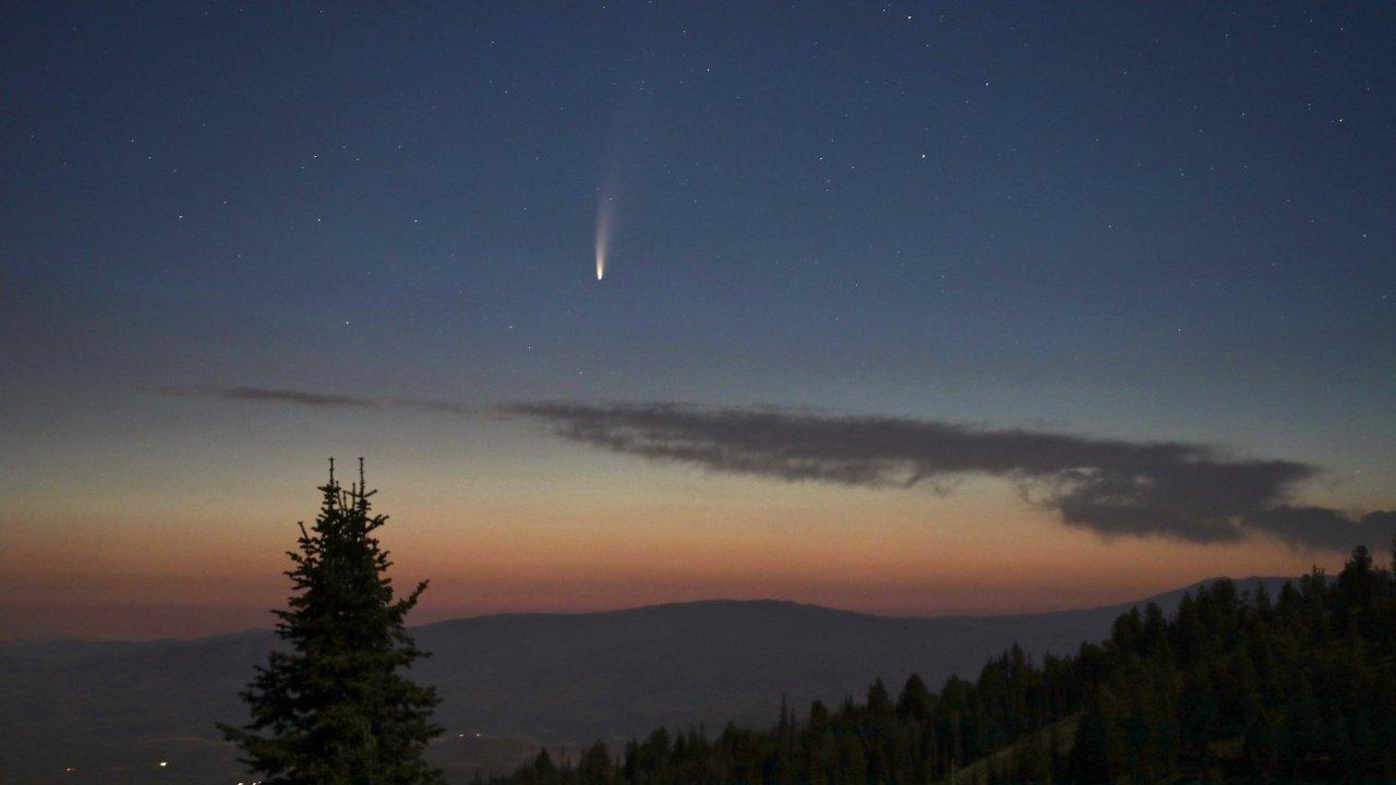"""一生一次!肉眼观测""""最亮彗星"""" NEOWISE 的机会来了,整个7月都能看到"""