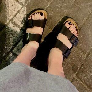 低至5折 史低€28起入手Prime Day 狂欢价:Birkenstock 德国国民拖鞋 丑萌耐穿好鞋 舒服到会上瘾