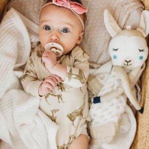 满额7.5折 小毯2条装$11最后一天:Lulujo 超可爱宝宝安抚巾、包巾等热卖  收拍照月龄毯