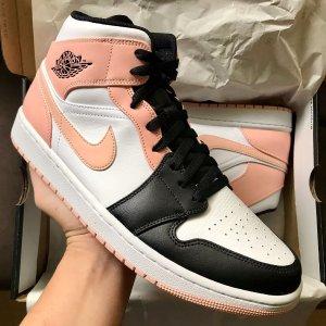 NikeAir Jordan 1 Mid 奶油粉