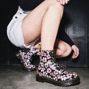 低至7折 封面樱花款€149Dr.Martens 马丁靴春季热促 黑丝带、樱花款都有
