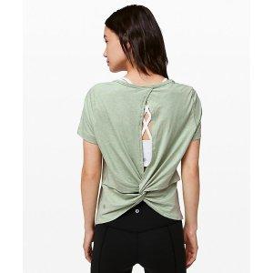 Lululemon绿色上衣