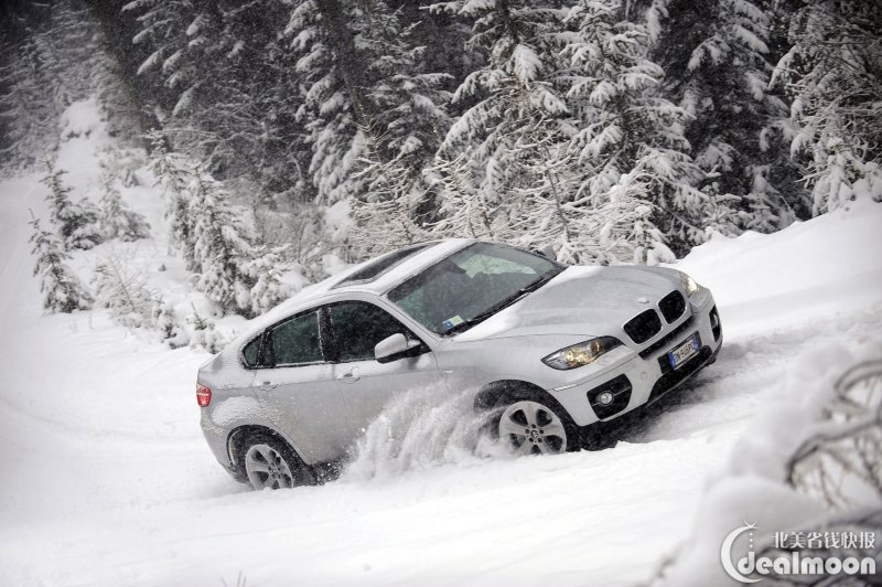 雪天开车如何上下坡