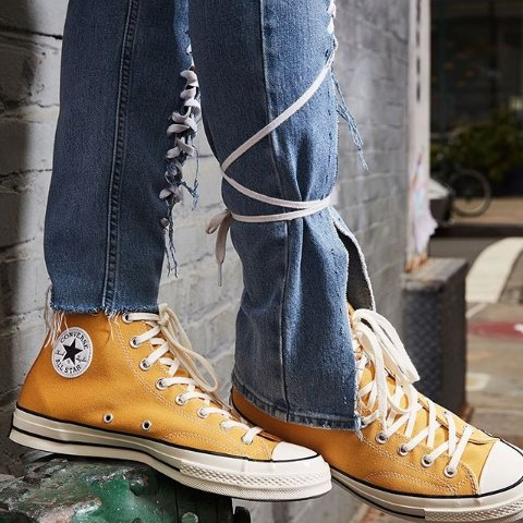 7折+折扣商品可叠加 €24收封面Converse官网 精选潮鞋大促 收Chuck 70、小雏菊新款帆布鞋