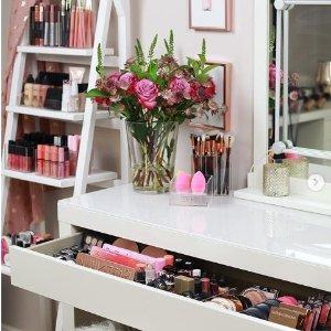 搜罗那些外型超好看的美妆护肤香水冲着颜值买的美妆 颜控就是这么耿直 帖子不断更新点击收藏