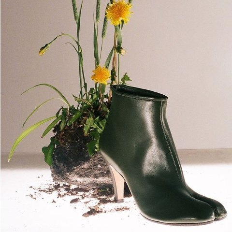 达人必备 脚趾分开才时髦Maison Margiela 新款热卖  网红分趾鞋、欧阳娜娜同款枕头包