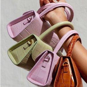 7.5折+1件免邮中国黄金周闪促 BY FAR 包鞋精选,首次加入Vatfree最受欢迎的小提包款