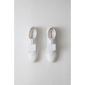笑脸小白鞋