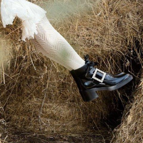 全场8折 £344就收方扣平底鞋Roger Vivier 全场闪促开始 秋冬新品全参与 方扣靴子限时参与