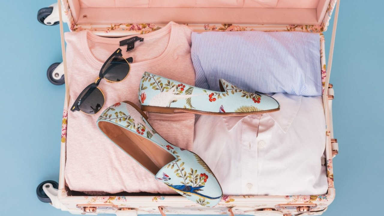 夏日精致好物 | 穿吊带凉鞋的季节到了,防磨脚、防走光、止汗露,这些平价好物让你C位出道