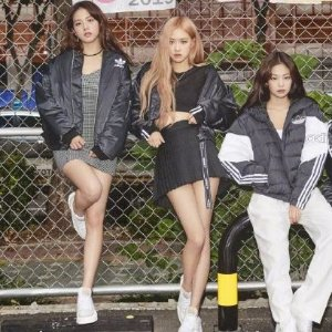 AdidasCropped Bomber女款夹克