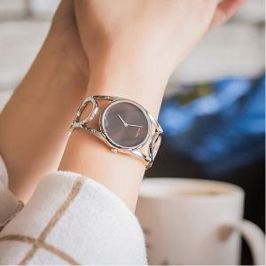超值价¥424史低价:Calvin Klein 镂空式极简女士石英腕表