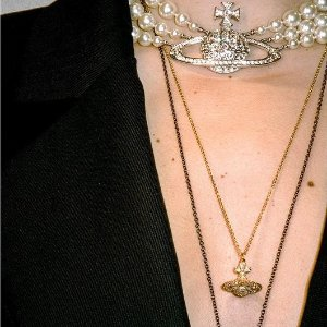 无门槛7.5折!£37收小土星钥匙链折扣升级:Vivienne Westwood 小土星新品闪促 潮酷女孩儿就是你