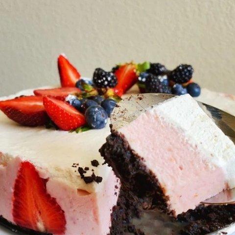 纪念日和生日蛋糕自己做草莓慕斯蛋糕做起来 新鲜草莓和浓香奶油的完美碰撞