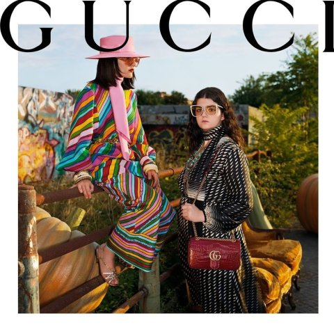 无门槛6.1折+免邮黑五好价:Gucci 围巾全场大促 经典老花羊毛款全在线 走货飞快