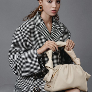 全部6折!蝴蝶结毛毡帽£135MiuMiu、Prada 精选美衣美包大促 情人节好礼 优雅大气和年轻大胆的碰撞