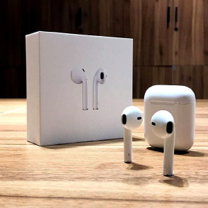 现价 £136(原价£159)85折手慢无:Apple AirPods 无线蓝牙耳机