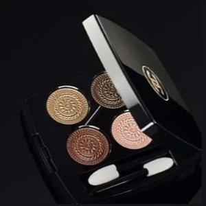 四色眼影、高光、单色眼影、口红都有上新:Chanel香奈儿 圣诞限量 巴洛克浮雕系列最全产品上架丝芙兰