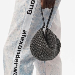 直接7.5折 Logo托特包$341Alexander Wang 劳动节热促 丝绸、满钻包 收经典双肩$459