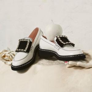 8.5折 €442收方扣芭蕾鞋Roger Vivier 新品大促参与 绝美方扣乐福鞋、方扣靴限时参与