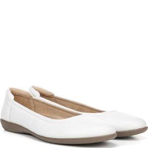 Naturalizer春夏最合适~Flexy 平底小白鞋