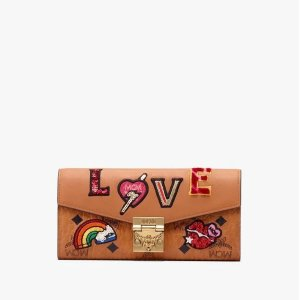 MCMPatricia Crossbody Wallet in Love Patch Visetos