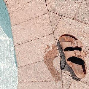 低至3.6折+免邮!€29收夹脚拖限今天:Birkenstock 德国勃肯鞋热促 舒适清凉 凉鞋配袜 谁都不怕