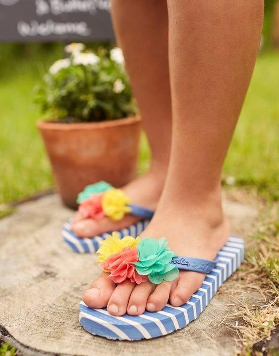 儿童花朵夹脚拖