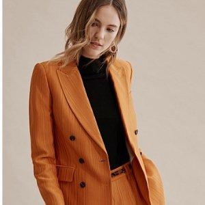 橘色西装外套