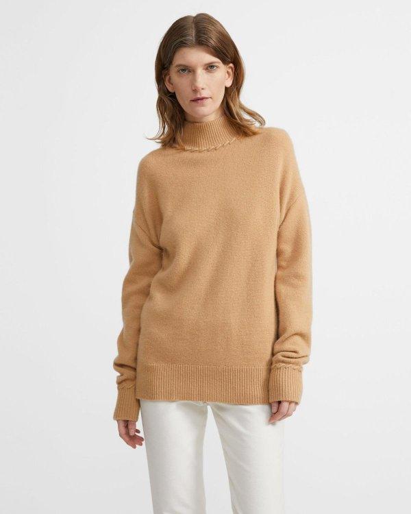 驼色针织衫