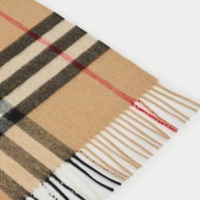 新用户8.5折 £297收经典驼色格纹Burberry 新款围巾上线+补货 折扣收御寒神器