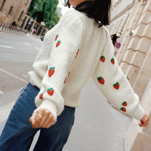 & Other Stories35%棉+32%羊毛,软呼呼的~草莓毛衣
