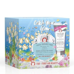 First Aid BeautyCatch Your Glow Gift Set