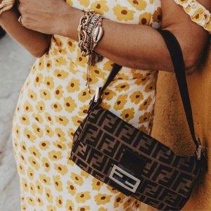 £1350收老花水桶包Fendi 老花系列上线 法棍包20年都时尚经典哦