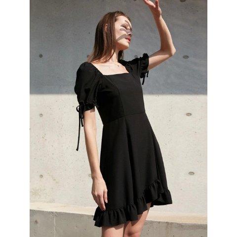 方领小黑裙