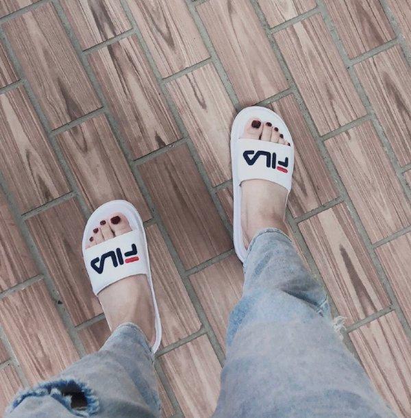 logo 拖鞋