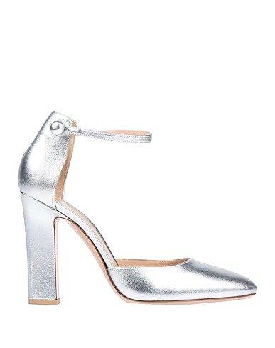 银色高跟鞋