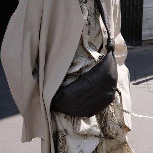 全场8.5折 €756收封面牛角包Lemaire 法式极简品牌 爆款牛角包 超柔软小羊皮 街拍人气王