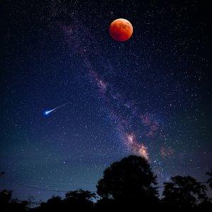 单反记录月亮特写 享美好夜晚